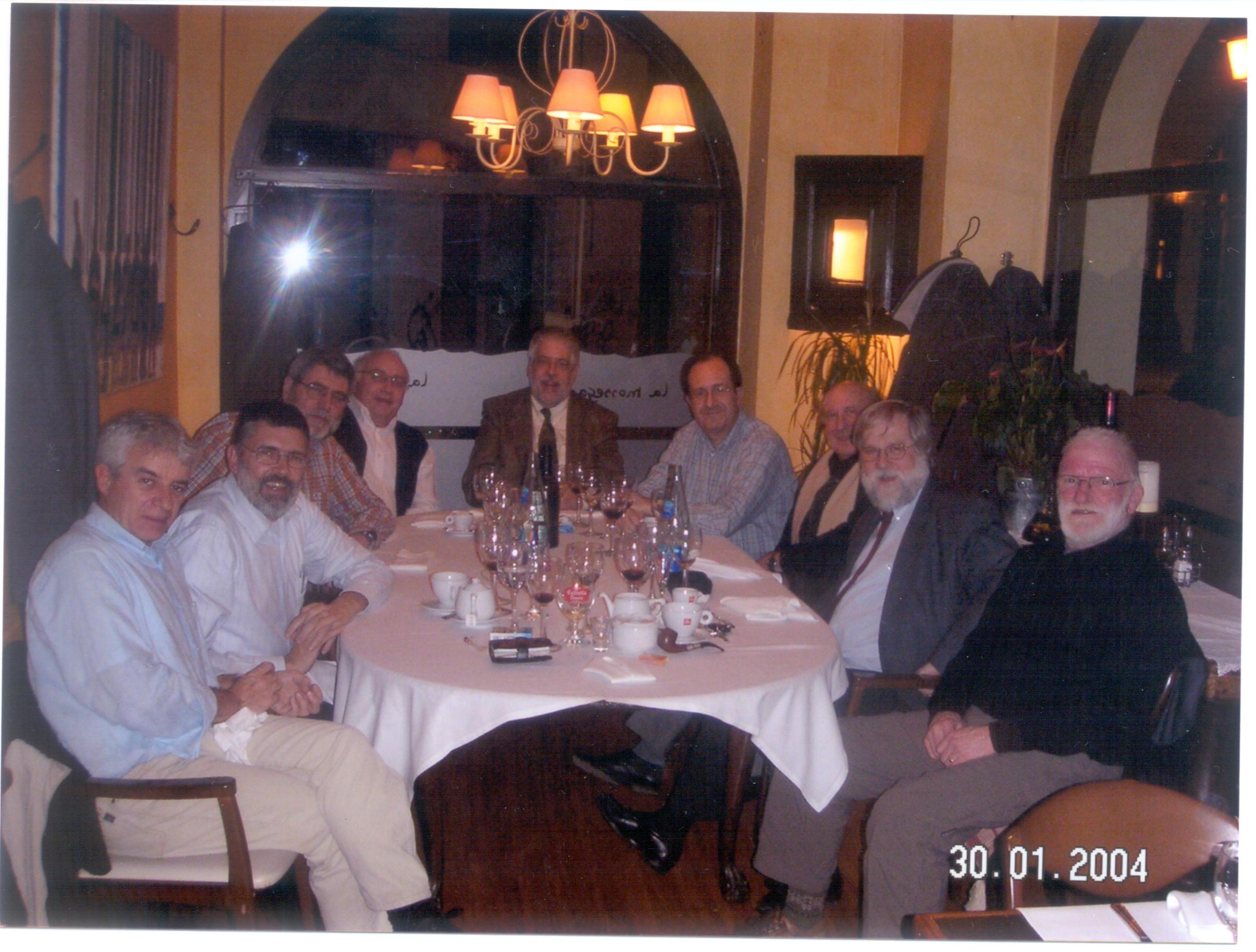 """Un sopar dels components de la colla del """"Clan"""" a l'A. E. Sant Bernat de Menton… també uns pocs anys més tard"""
