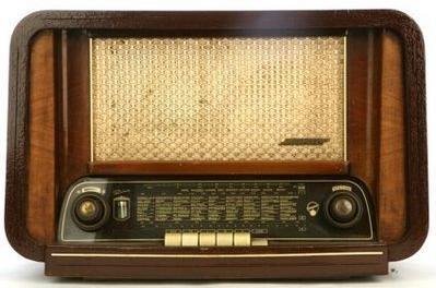 Ràdio pública, ràdio privada